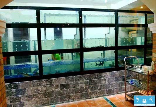 Hồ hải sản 3 tầng có chân xi măng tại nhà hàng Quận 1